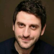 Julien-Benoit est l'hôte.