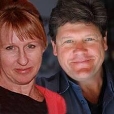 Becky And John es el anfitrión.