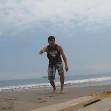 Efrain Rodrigo je domaćin.