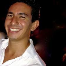 Rafael jest gospodarzem.