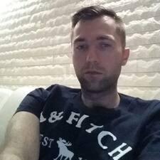 Tomek felhasználói profilja