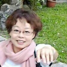 惠玲 es el anfitrión.