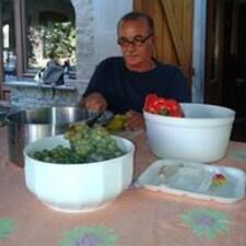 Giuliano es el anfitrión.