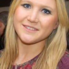 Emily felhasználói profilja