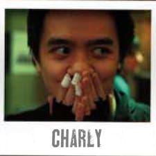 Charly è l'host.