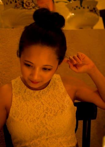 Anna Hoai Thuong