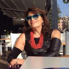 Maria Grazia es el anfitrión.