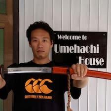 Shin ist der Gastgeber.