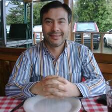Gerardo es el anfitrión.