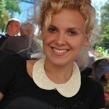 Profilo utente di Iulia Melania