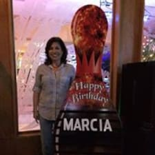 Marcia ist der Gastgeber.