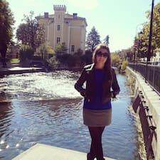 Elena是房东。