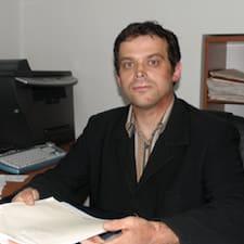 Hrvoje es el anfitrión.