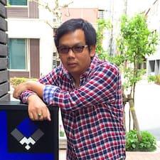 Thanawut je domaćin.