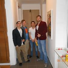 Johannes es el anfitrión.