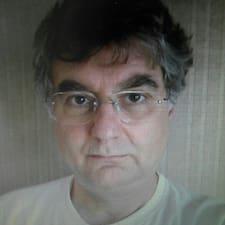 Jean-Arnaud es el anfitrión.