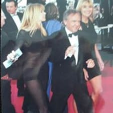 Jean-Claude è l'host.