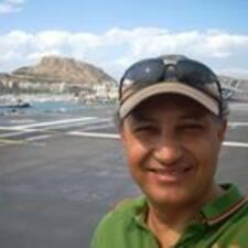 Juan José je domaćin.