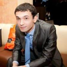 Ruslan ist der Gastgeber.