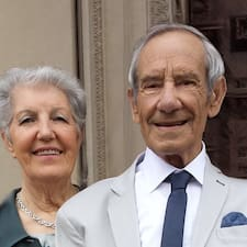 Natalia E Fernando je domaćin.