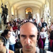 Paolo est l'hôte.
