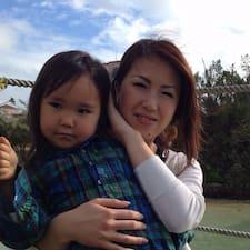 Akiko es el anfitrión.
