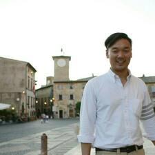 Kyu Yoon es el anfitrión.