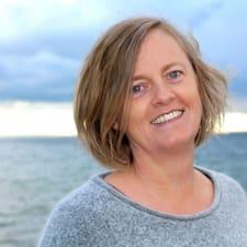 Ellen est l'hôte.
