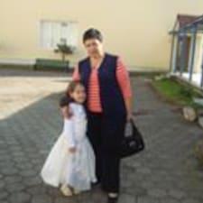 Гульнара es el anfitrión.