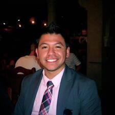 Jorge est l'hôte.