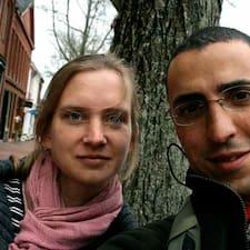 โพรไฟล์ผู้ใช้ Hadi + Tania