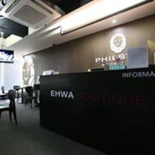 โพรไฟล์ผู้ใช้ Ehwa Boutique