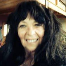 Karen je domaćin.