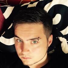 Toni felhasználói profilja