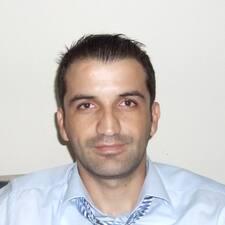 Ahmet est l'hôte.