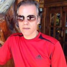 Paulo De Tarso jest gospodarzem.