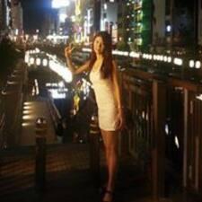 Eun Young je domaćin.