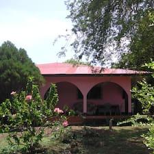 Tropical Dreams Hotel es el anfitrión.