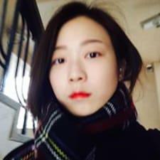Sojeong es el anfitrión.