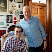 David & Kevin es el anfitrión.