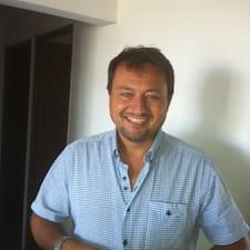 Antonio José ist der Gastgeber.