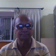 Asok Kumar è l'host.