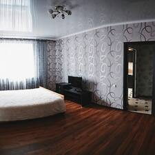 Хоум Отель — хозяин.