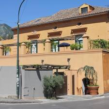 Palazzo Persia ist der Gastgeber.