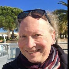 Gérard is the host.