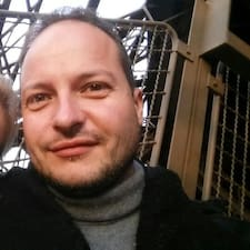 Giuliano — хозяин.