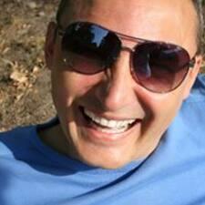 Profil Pengguna Darek Dharani