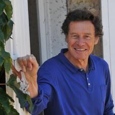 Jean Michel ist der Gastgeber.