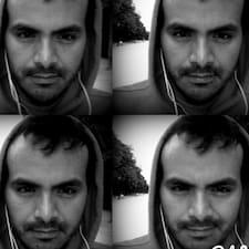 Adan  Omar — хозяин.