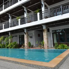 Vanda House Resort — хозяин.